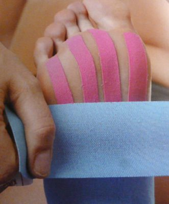 Kinesio Tape am Fuß